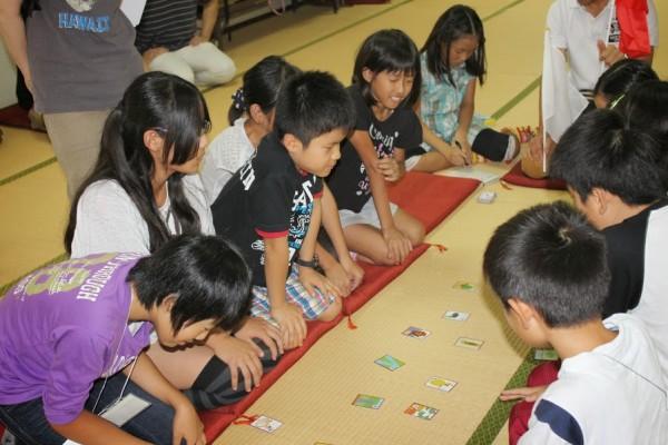 「つくし郷土かるた」で筑紫地区の歴史を楽しく学ぶ子供たち